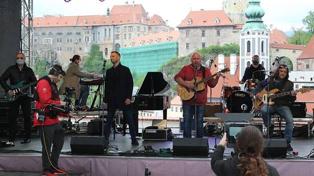 Vystoupení krumlovské kapely Chlapi v sobě.