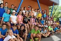 Velmi oblíbenou akcí krumlovských badmintonistů je klubové soustředění, které se koná poslední týden v srpnu (na snímku účastníci loňského kempu).