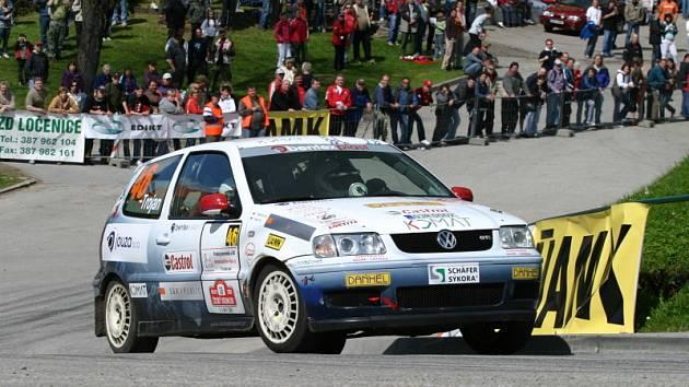 Po dvou vynechaných soutěžích v Hustopečích a Třebíči se Jiří a Eva Trojanovi (na snímku z domácí Rally Č. Krumlov) v Mladé Boleslavi  vrací se svým Volkswagenem Polo opět na scénu.