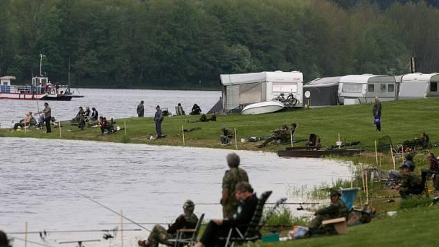 Rybářské závody ve Frymburku.