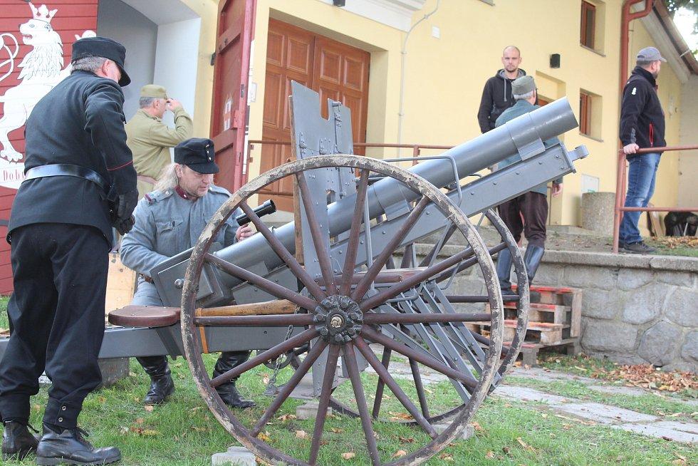 Oslava sto let republiky ve Velešíně na náměstí.