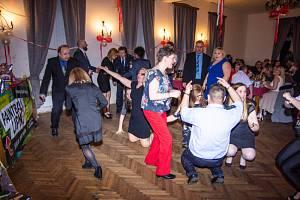 Hasiči, a nejen oni, si umějí své plesy užít.