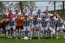 S výmluvnou bilancí patnácti vítězství a jediné porážky při skóre 110:20 ovládli fotbalisté béčka Spartaku Kaplice okresní soutěž mužů 2018/2019 a vybojovali zasloužený postup do okresního přeboru.