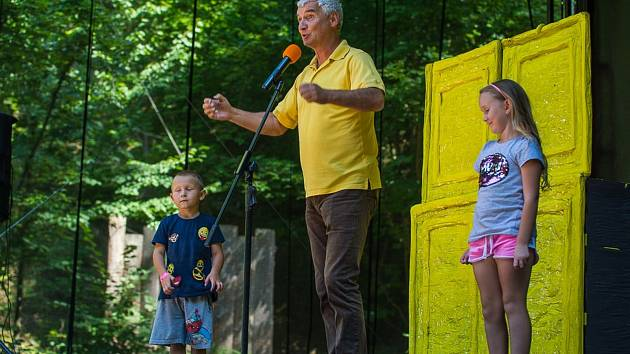 Zábavu s Michalem Nesvadbou si mohou děti užít v neděli odpoledne v hořickém amfiteátru.