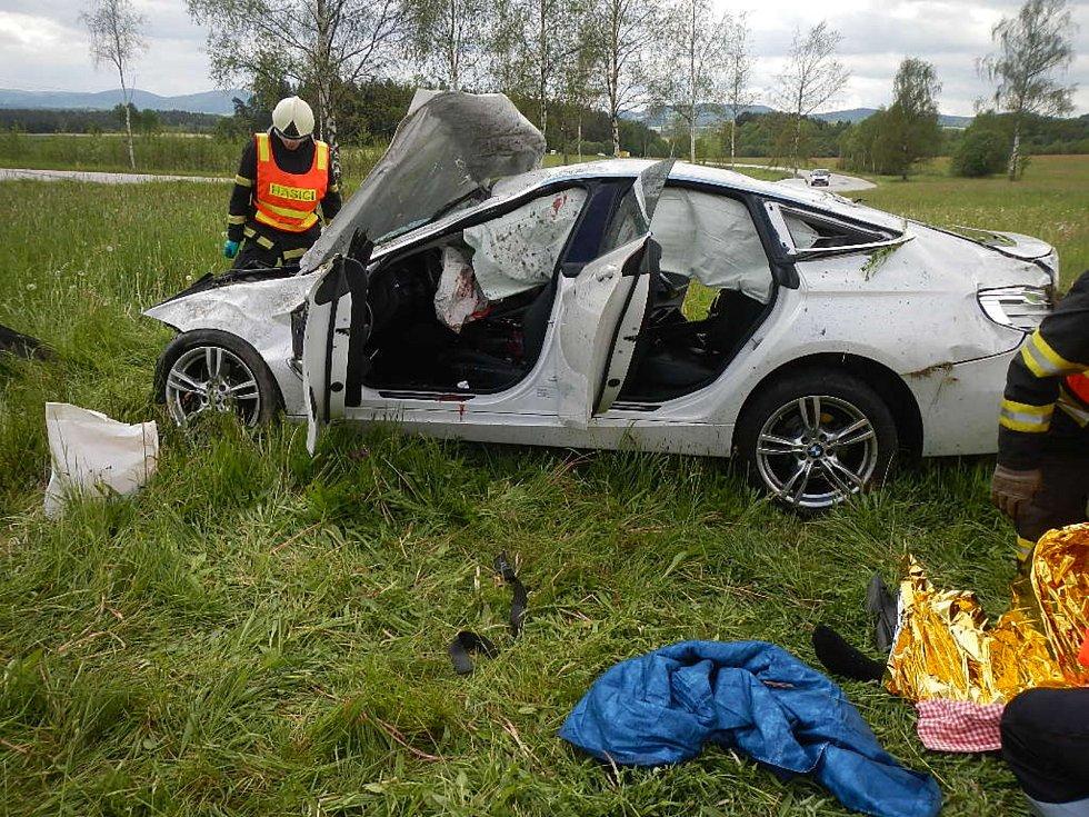 U Dolního Dvořiště se srazila dvě auta, jeden z řidičů na místě zemřel.
