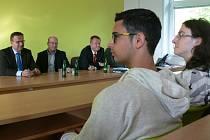 Premiér Bohuslav Sobotka přijel diskutovat se studenty gymnázia.