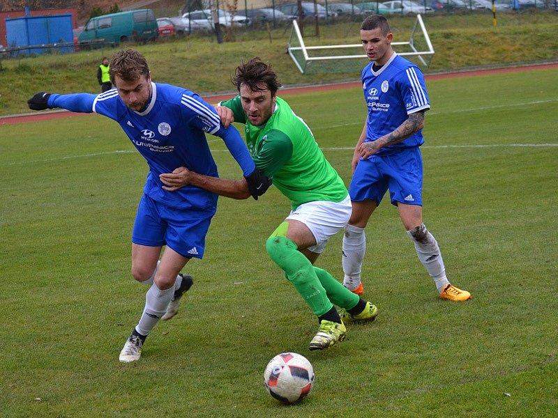 Nespočet soubojů s hořovickou obranou svedl Michal Klivanda (uprostřed) a svůj výkon ozdobil i jedním gólem.
