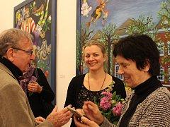 Vernisáž výstavy Emma 75 uvedla dcera umělkyně, Barbora Srncová. Všichni návštěvníci Emmu Srncovou, která nemohla být přítomna, pozdravili prostřednictvím telefonu a facebooku.