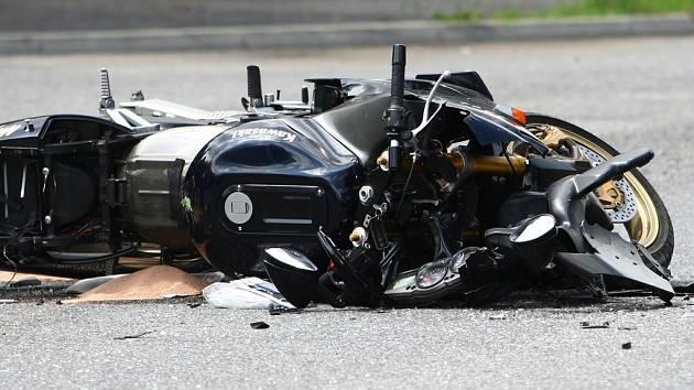 U Okříšek se těžce zranil motocyklista