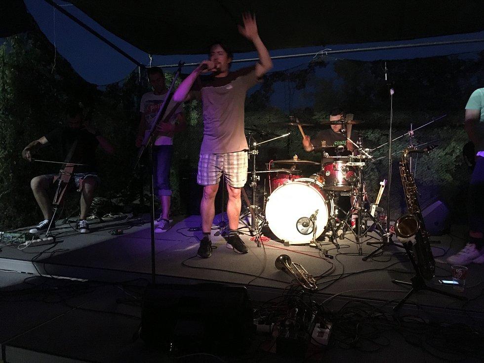 Rock fest za plovárnou zažil o víkendu Velešín.