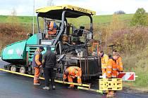 Oprava silnice kolem Hořic na Šumavě.