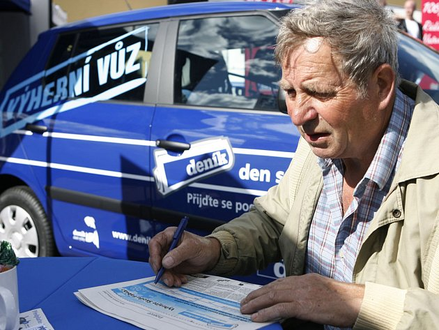 Návštěvníci pátečního Dne s Českokrumlovským deníkem se zajímali o jeho předplatné.
