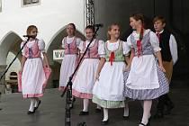 Mezinárodní folklórní festival roztančí město.