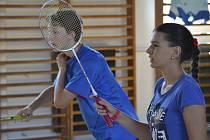 Veletržní pohár čtyřher je pro badmintonisty pořádajícího oddílu příležitostí prezentovat i své naděje do budoucna (na snímku ještě nedávno žákovský smíšený pár Petr Beran a Zuzana Matoušková, který loni vybojoval veletržní turnajové stříbro).