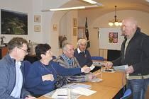 Volební komise ve Výtoni svou činnost zatím ukončit nesmí.