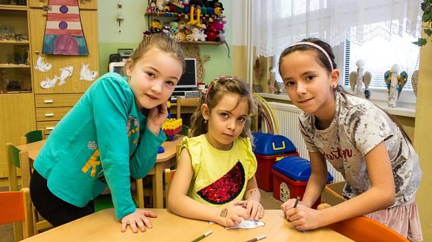 Bohatý program, který se odehrával v různých místech školní budovy.