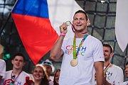 Lukáš Krpálek, tak jako všichni olympionici, obdržel zlatou medaili Rio-Lipno. Publiku ovšem ukázal také tu pravou, někteří měli dokonce šanci si ji potěžkat.