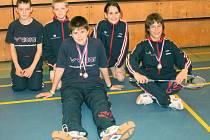 Naděje SKB na šampionátu třináctiletých: Janota, Novotný, Janáček, Milová a Kotyza (na snímku zleva).