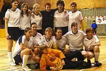 Fotbalistky Spartaku Kaplice obsadily ve finále mistrovství České republiky až poslední osmé místo, ale v obrovské konkurenci družstev z ligových trávníků a reprezentantek byly jediné, které nehrají žádnou registrovanou soutěž.