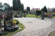 Kaplický hřbitov po rekonstrukci.