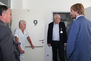 Ministr zdravotnictví Adam Vojtěch navštívil českokrumlovskou nemocnici.