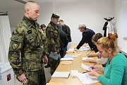 Vojáci volili na Obecním úřadě v Polné na Šumavě.