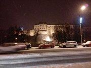V Českém Krumlově byly silnice ve čtvrtek večer prohrnuté a sjízdné.