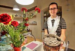 V kaplickém Kap Café připravili k výročí Československé republiky prvorepublikové zákusky.