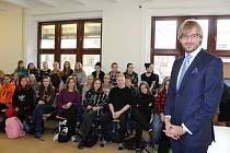 Za studenty Střední odborné školy zdravotnické v Českém Krumlově se přijel podívat ministr zdravotnictví Adam Vojtěch.