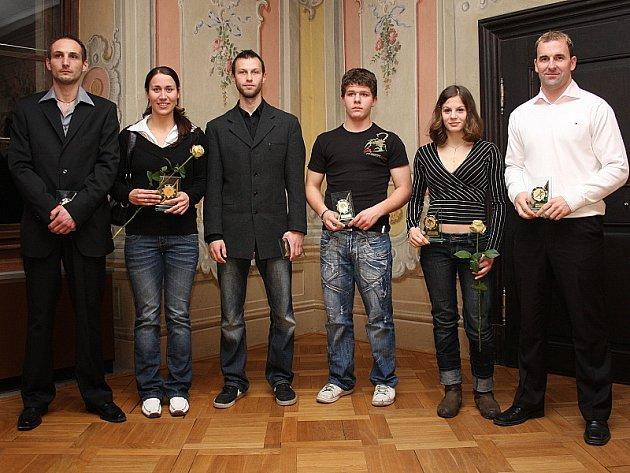 Do desítky nejúspěšnějších sportovců Českokrumlovska za rok 2008 byli stejně jako loni vybráni čtyři badmintonisté, po dvou oceněných měli hokejisté a judisté, fotbal a kanoistiku reprezentoval jeden z oceněných.