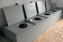 Mnišské latríny po revitalizaci místnosti.