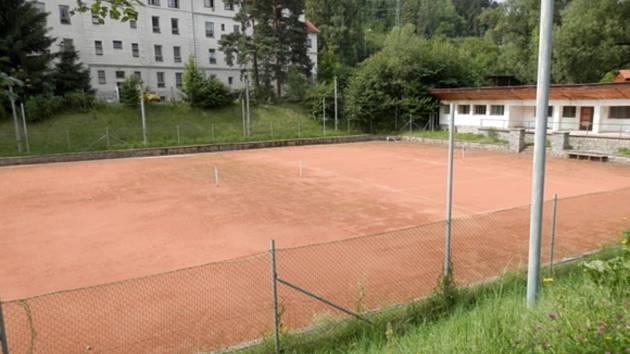 Větřní dá na opravu tenisových kurtů šest milionů.