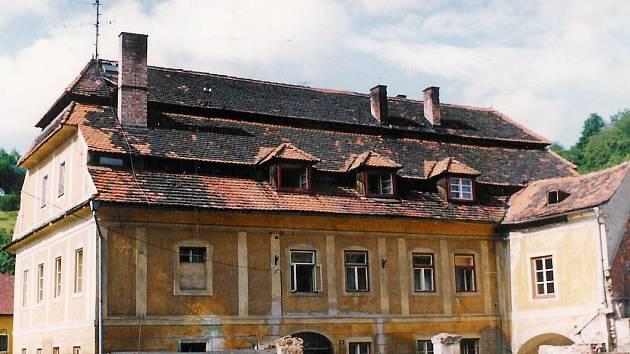 Tak vypadal před revolucí dům v Hradební ulici.