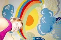 Ačkoliv Ladislava Ondřichová (na snímku) nikdy předtím nemalovala, na stropě jednoho z pokojů v kaplickém domově pro seniory vytvořila malbu, která klientce domova po roce a půl mlčení téměř zázračně vrátila řeč.