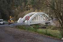 Rekonstruovaný Houdkův most mezi Malčí a Besednicí.