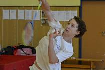 Teprve šestnáctiletý Petr Beran po letošním přestupu z mateřského oddílu v Křemži sbírá první  velké úspěchy už i v barvách českokrumlovského oddílu SK Badminton, jehož sbírku nyní obohatil o dvě velké medaile z mezinárodní scény.