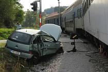 U Kájova se srazil osobní automobil s vlakem.