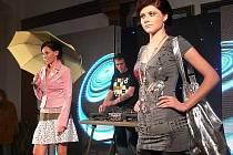 Produkty alternativních butiků a návrhářů z regionu předvedla ve čtvrtek večer necelá desítka profesionálních modelek.