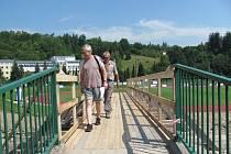 Náhradní lávka za stržený mostek u fotbalového stadionu v Českém Krumlově.