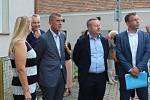 Do školky v Netřebicích přijeli kromě premiéra také ministr životního prostředí Richard Brabec a ministr dopravy Vladimír Kremlík.