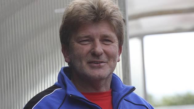 Trenér krumlovských dorostenců Václav Domin tentokrát chválil hráče staršího i mladšího výběru.