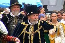 Jan Bartuška alias Vilém z Rožmberka (v popředí) a neodmyslitelný Petr Vok Zdeněk Krajíček (za Vilémem) mají své role doopravdy rádi.