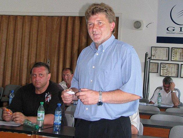 Prvním mužem okresního fotbalu na další čtyřleté volební období se stává Václav Domin.