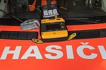 Nový přístroj na resiscutaci frymburské zásahové jednotky dobrovolných hasičů.  Foto: Pavel Sojka