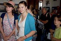 Čas strávený čekáním ve frontě na castingu Elišce Minářové a Veronice Holcové (na snímku zleva) rychle plynul při společném klábosení.