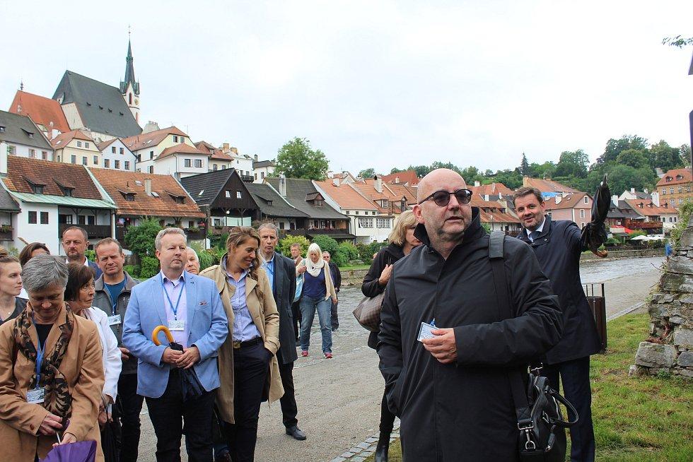 Na českokrumlovské náplavce je do 2. srpna k vidění výstava Voda a civilizace.