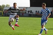 Kapličtí fotbalisté (v černobílém) prohráli ve Vodňanech vysoko 1:6.