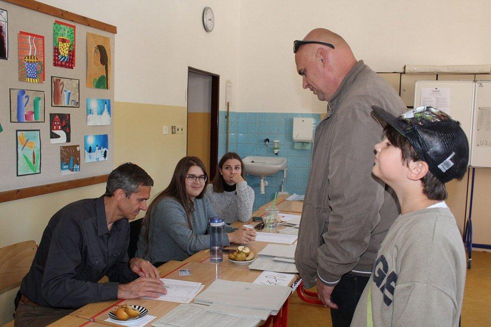 Volební okrsek ve škole v Linecké ulici v Českém Krumlově, má 311 voličů. Loni jich bylo o několik desítek více