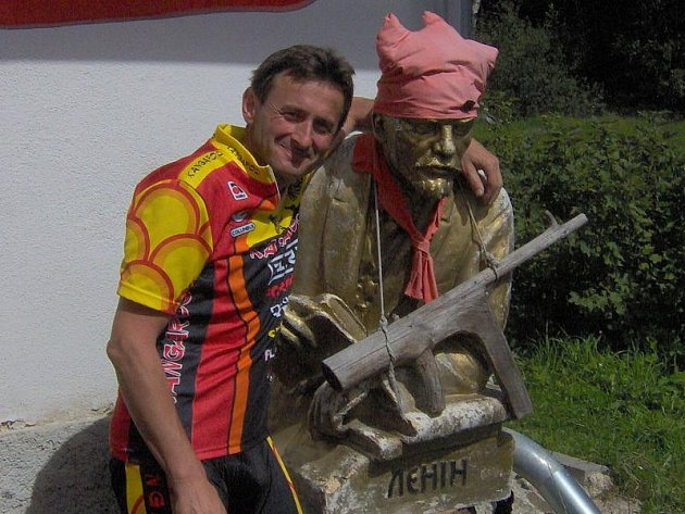 Stavení s Leninem poskytuje výletníkům i občerstvení. Jedním z nich byl i Jan Cipín z Větřní.