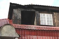 V sobotu ráno vypukl ve Větřní v domě č. p. 101 požár v podkrovním bytě.